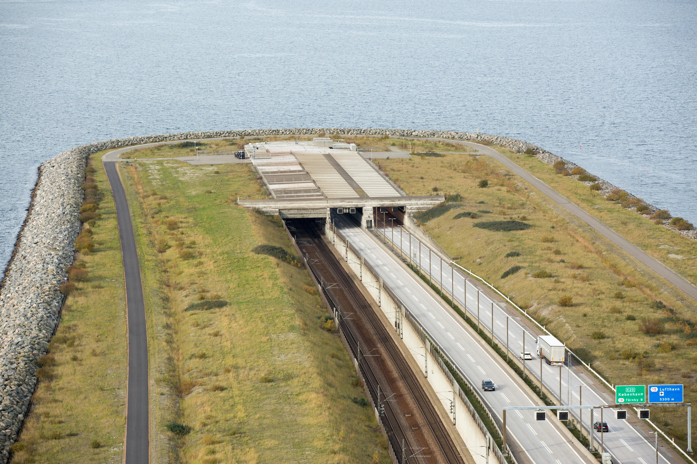Le Pont Aerien Souterrain Entre Danemark Et Suede Openminded